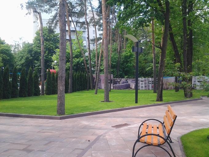 ЖК Эко Парк в Петропавловской Борщаговке дорожка лавки парк рядом