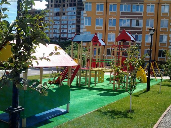 Год спустя: ЖК «Енисейская усадьба» детская площадка