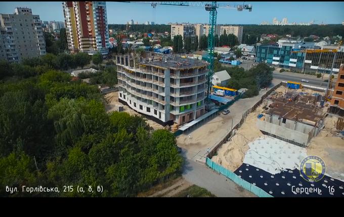 ЖК на Горловской, 215 (а, б, в) от КГС вид сбоку на видео