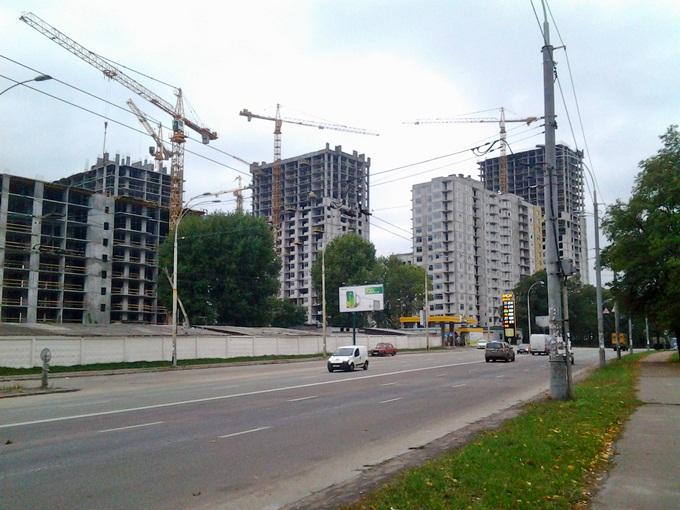 ЖК «Варшавский микрорайон» от Столица Групп рядом есть заправка