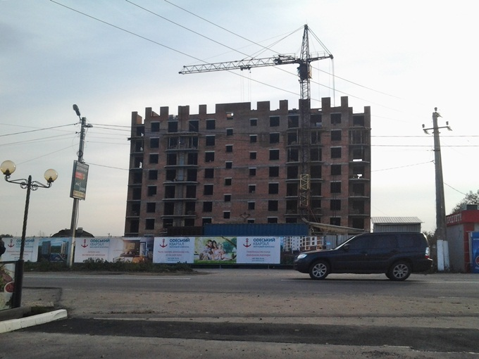 ЖК «Одесский Квартал» в Крюковщине дорога возле комплекса