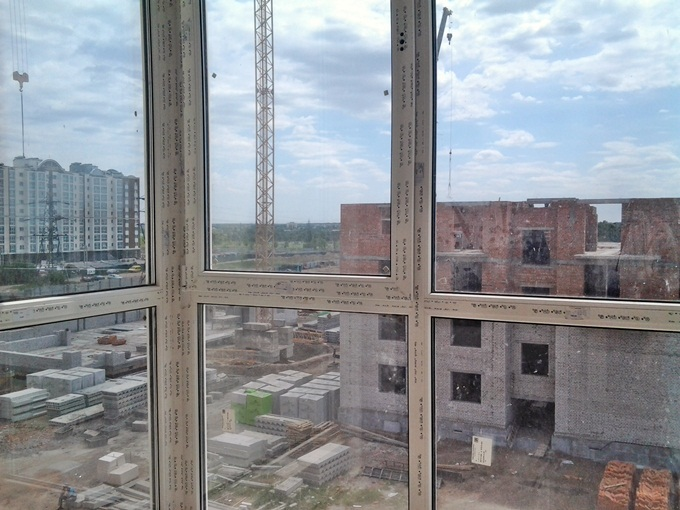 ЖК Continent Буча вид из окна на многоэтажки