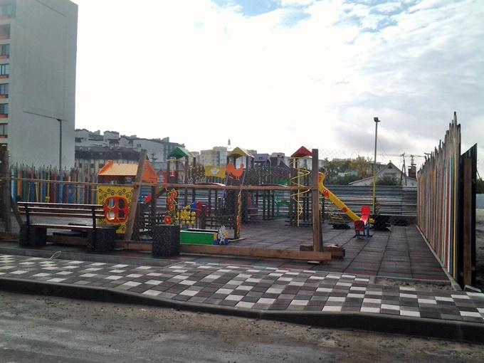 Детская площадка в ЖК «Акварели-2» будет яркой и с фирменными «карандашами»