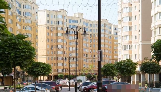 ЖК София в Софиевской Борщаговке центральная аллея с фонтаном