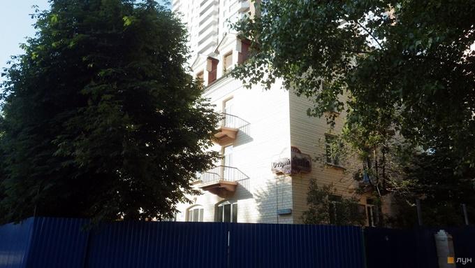 ЖК Освіти 14 КГС старое здание забор