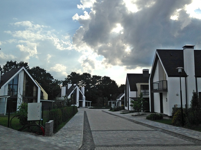 КГ Вилладжио в Белогородке вид построенных домов