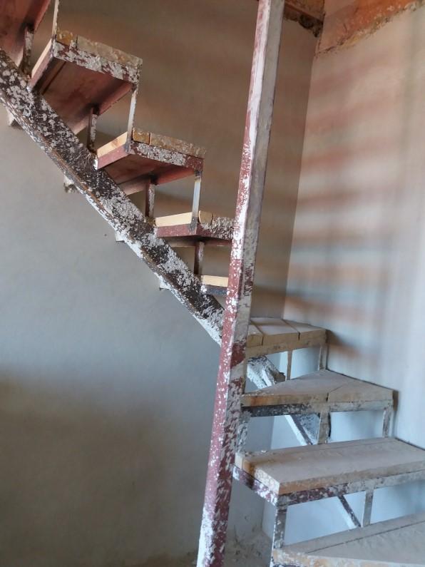 ЖК Оксамытовый в Софиевской Борщаговке лестница