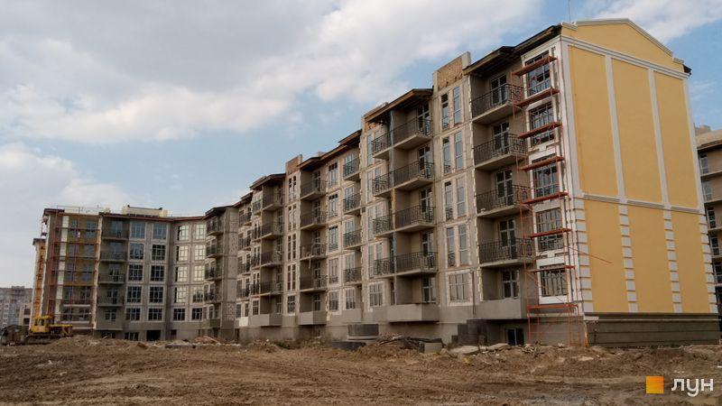 Клубный квартал Феофания парк ЖК Кришталеві джерела сданный дом
