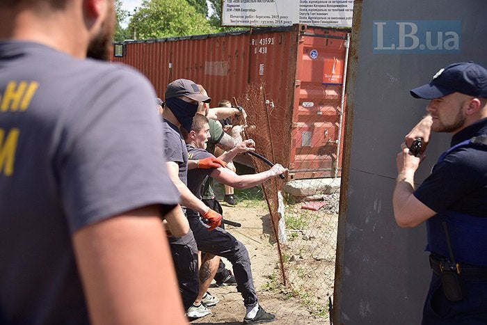 Скандал ЖК Патриотика на озерах от банк Аркада протесты