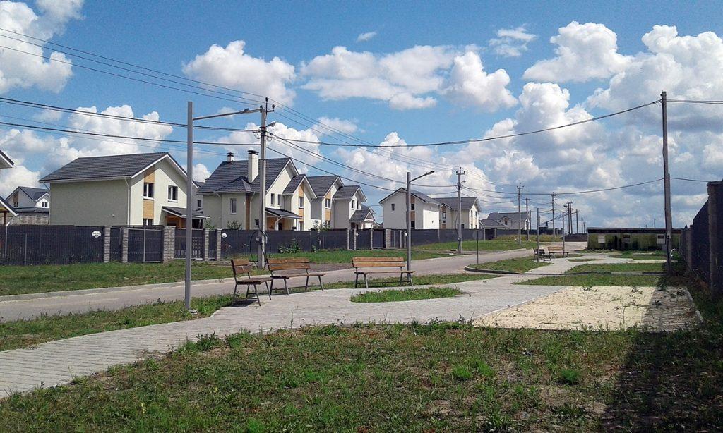 Коттеджный городок Зеленый бульвар в Бедогородке построенные дома