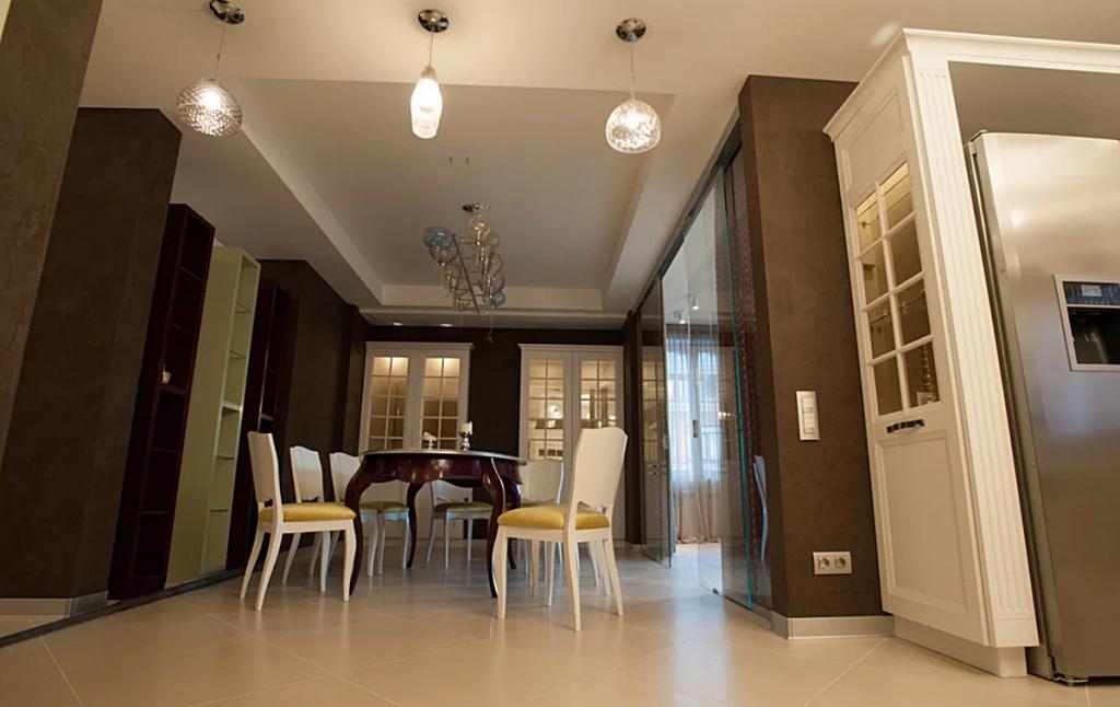 Экспериментируйте с расположением мебели