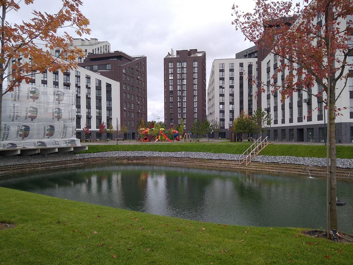 ЖК Paradise Avenue озеро на территории ЖК